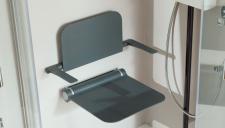 Seggiolino doccia ribaltabile e rimovibile per sicurezza in bagno di disabili e anziani