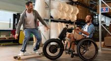Motorizzazione elettrica per carrozzine manuali per disabili con aggancio facilitato (anche per tetraplegici)