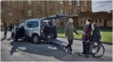 Trasporto persone in carrozzina. Nuovo Peugeot Rifter con allestimento F-Style di Focaccia Group