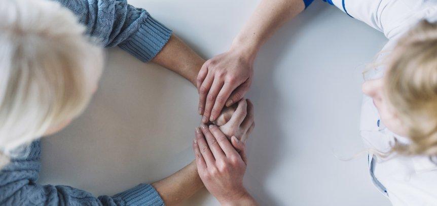 tenere le mani in incontri Instant dating Regno Unito
