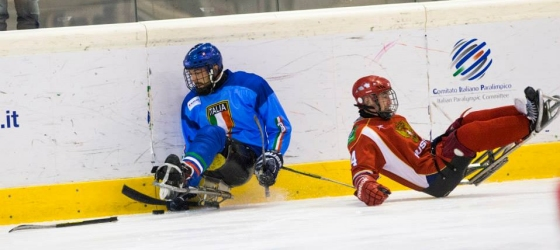 giocatori di ice sledge hockey