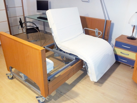 Letto Per Disabili Con Barre Di Protezione Anticaduta A Scomparsa ...