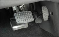 esempio di prolunghe dei pedali per persone di bassa statura