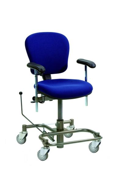 Sedie ergonomiche per persone con esigenze posturali for Sedia ufficio rotelle