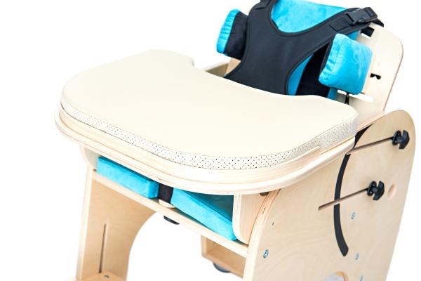 Tavolo regolabile per carrozzina e sedia posturale per bambini con