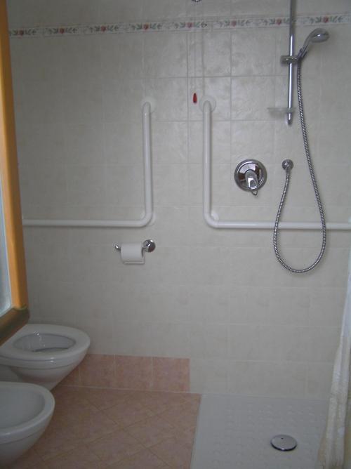 Belluno dolomiti albergo camoscio for A piedi piani doccia