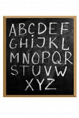 lavagna con lettere dell'alfabeto