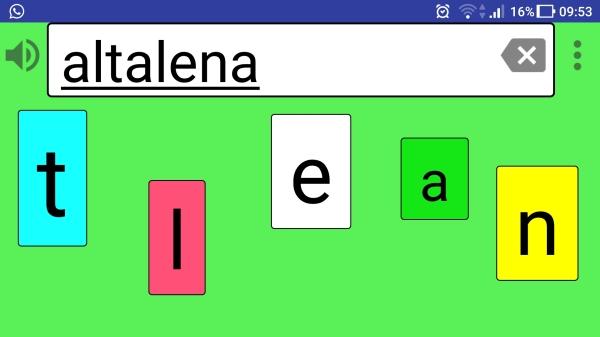 schermata dell'app per letto-scrittura alboboard durante il suo utilizzo con lettere colorate su sfondo verde