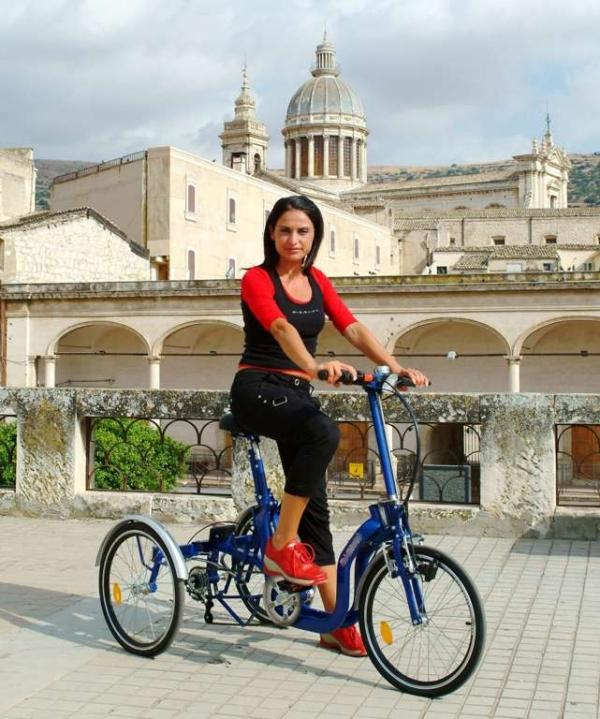 Bicicletta ripiegabile per disabili e anziani for Bicicletta per tre persone