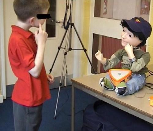 robot-kaspar-help-autism-kids-500x429