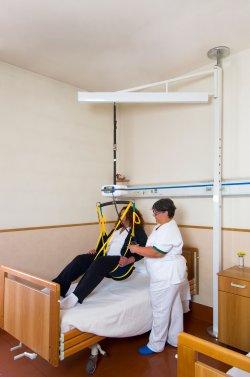Il sollevatore a bandiera leonardo - Camera da letto per disabili ...