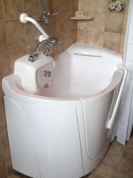 Da linea oceano bali la vasca con porta laterale accessibile a disabili e anziani - Porta bagno disabili ...