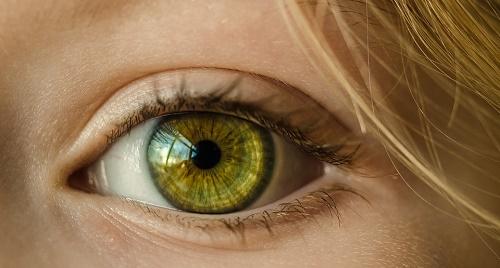 video per cornea persone