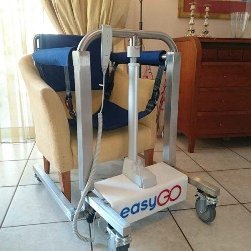 Sollevatore elettrico EasyGo per trasferire persone ...