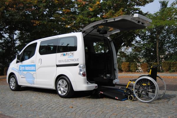 ITrasporto disabili in carrozzina su auto elettrica Nissan Evalia con allestimento Handytech