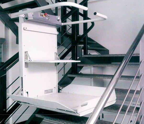 IServoscala a piattaforma per carrozzine con dimensioni variabili anche per scale strette