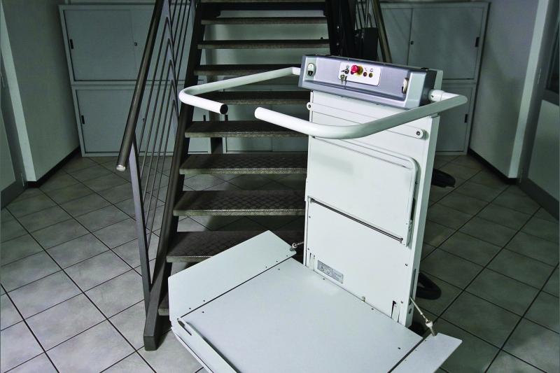 IFluido di KONE, il montascale a piattaforma per scale curvilinee e rettilinee acquistabile con finanziamenti