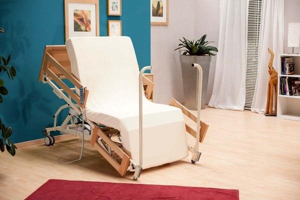 IBemax, il letto motorizzato che si trasforma in poltrona lift per alzata e seduta assistite