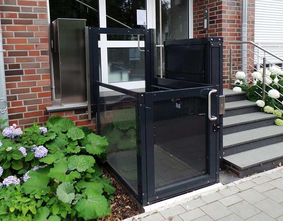 IOpal, il mini-ascensore a vano aperto da esterni e interni per carrozzine disabili e anziani