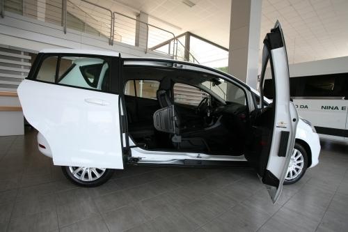 IAllestimento su Ford B-Max per il trasporto disabili con ribaltina o sedile girevole