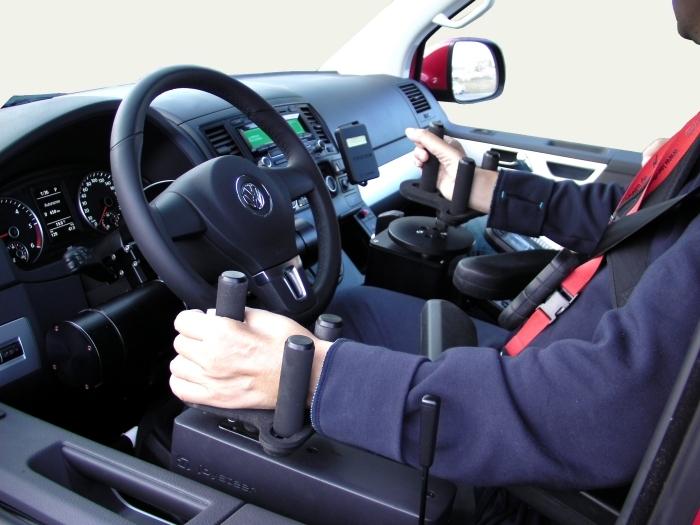 IVolante meccanico e joystick elettronico, i nuovi comandi di guida per disabili di Kivi